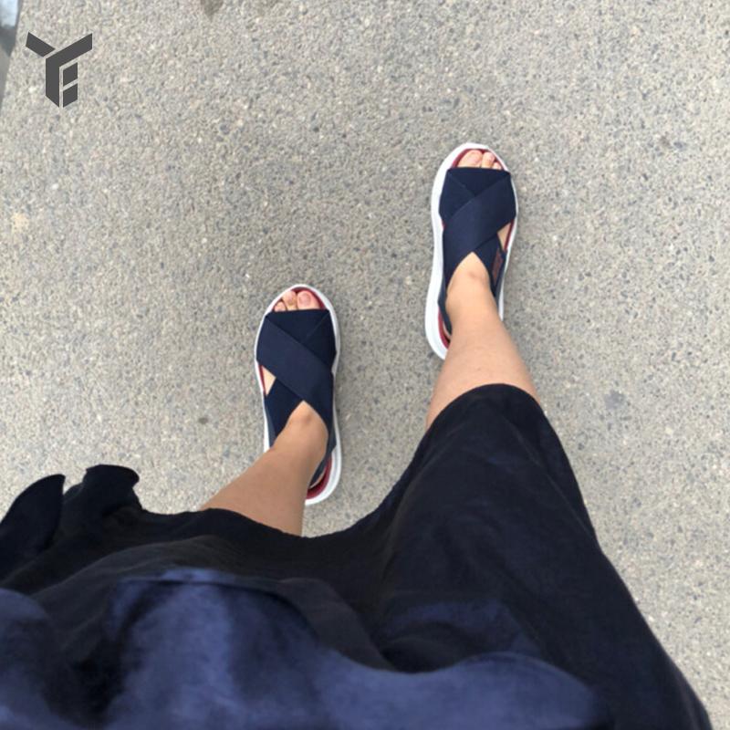 耐克女鞋Praktisk夏季新款透气舒适运动休闲松紧带凉鞋AO2722-400