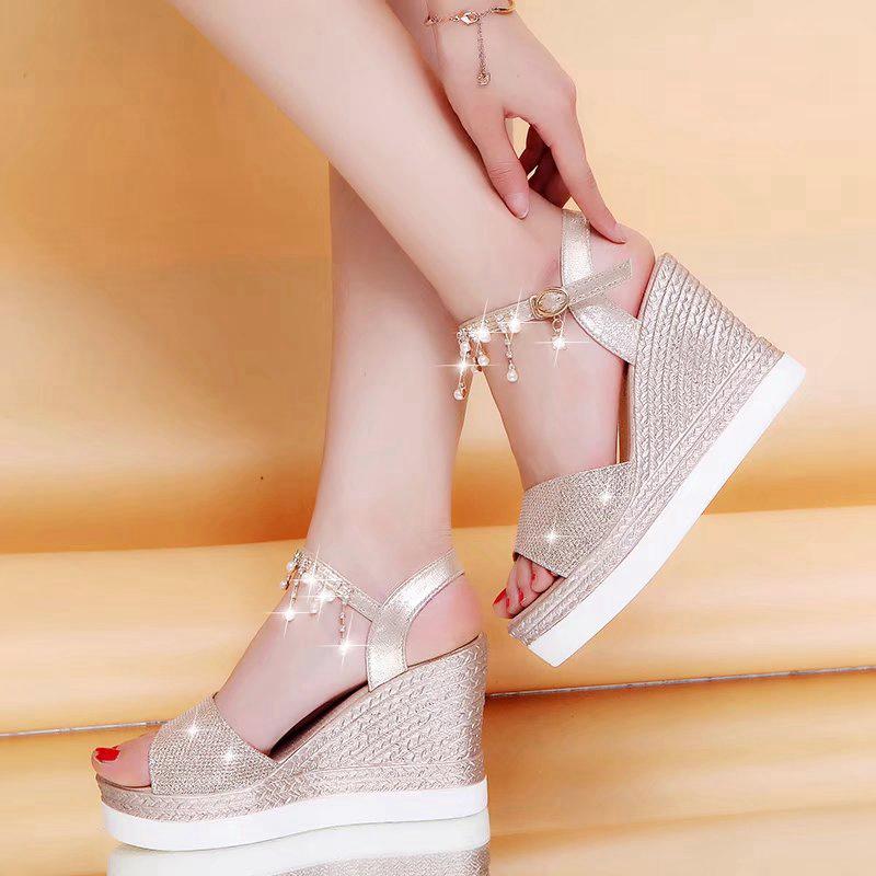 流苏坡跟鞋