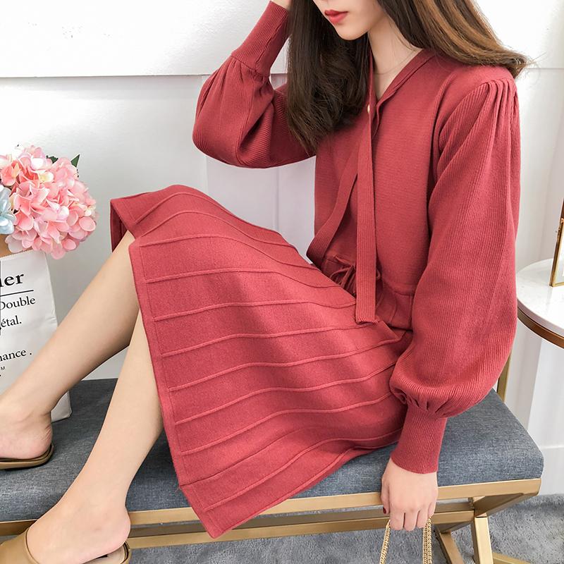 红色毛线连衣裙