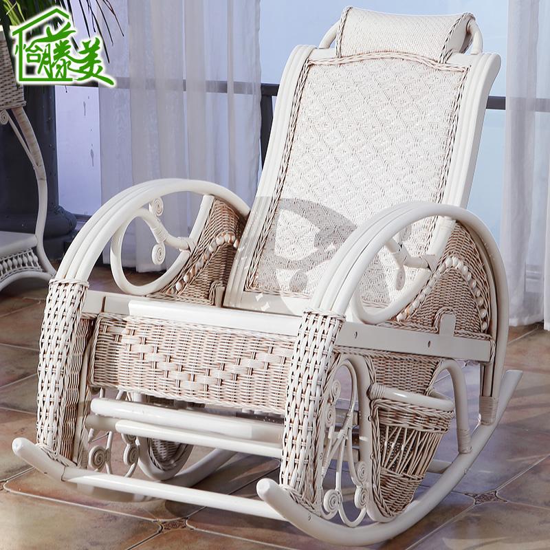 白色藤椅摇椅