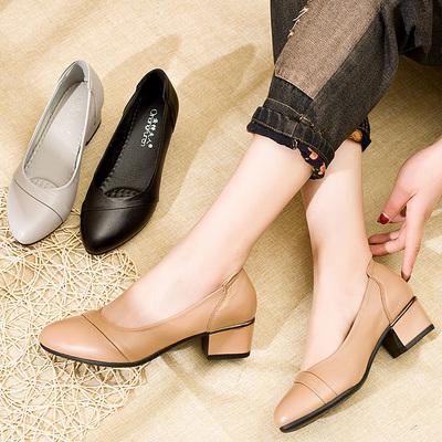 亲情夫人妈妈鞋单鞋真皮软底舒适透气中跟女士职业工作鞋粗跟防滑