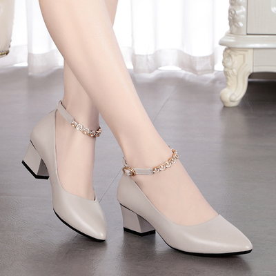 雪地意尔康真皮一字扣单鞋女皮鞋中跟软底浅口女鞋粗跟尖头妈妈鞋