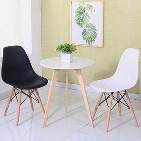 北欧伊姆斯餐椅小圆桌小户型现代简约实木咖啡桌洽谈阳台桌椅组合
