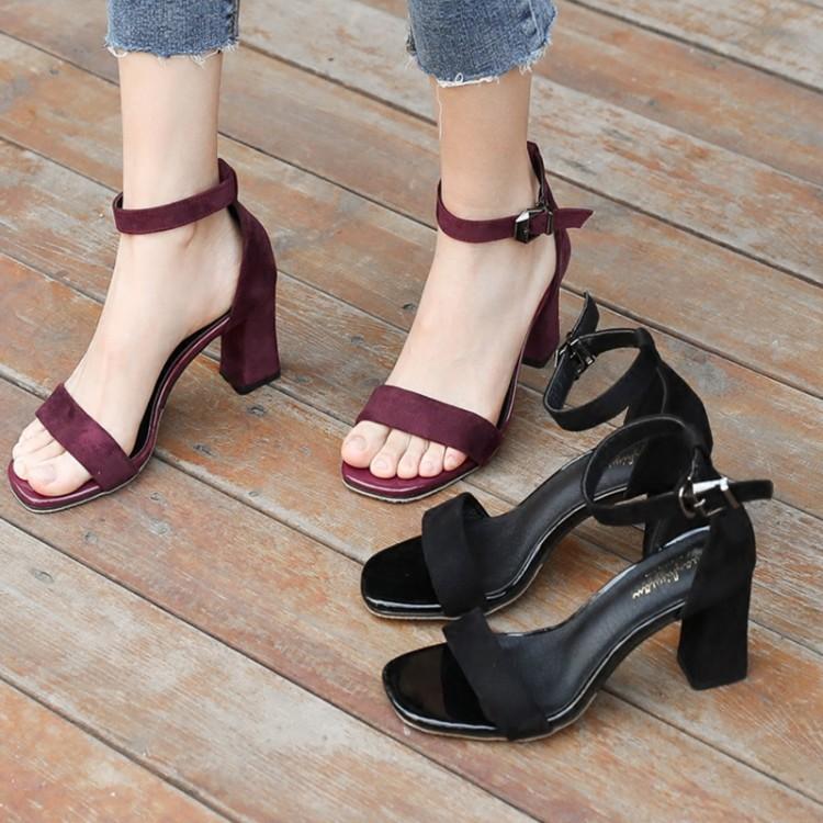 凉鞋女夏2019新款中跟粗跟黑色学生百搭露趾一字扣带罗马高跟鞋女
