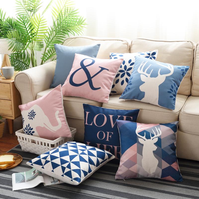 沙发蓝色靠垫