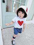 小女孩白色打底衫