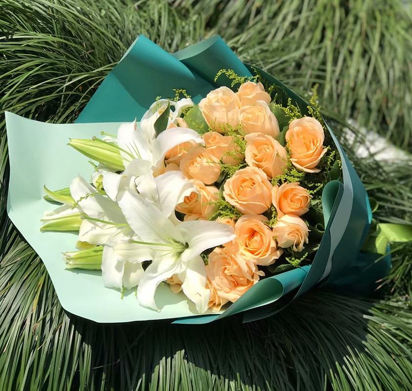 妇女节鲜花(百合/康乃馨/玫瑰)