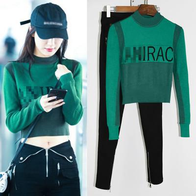 李菲儿机场街拍明星同款女装翻边牛仔裤绿色字母毛衣长袖短针织衫