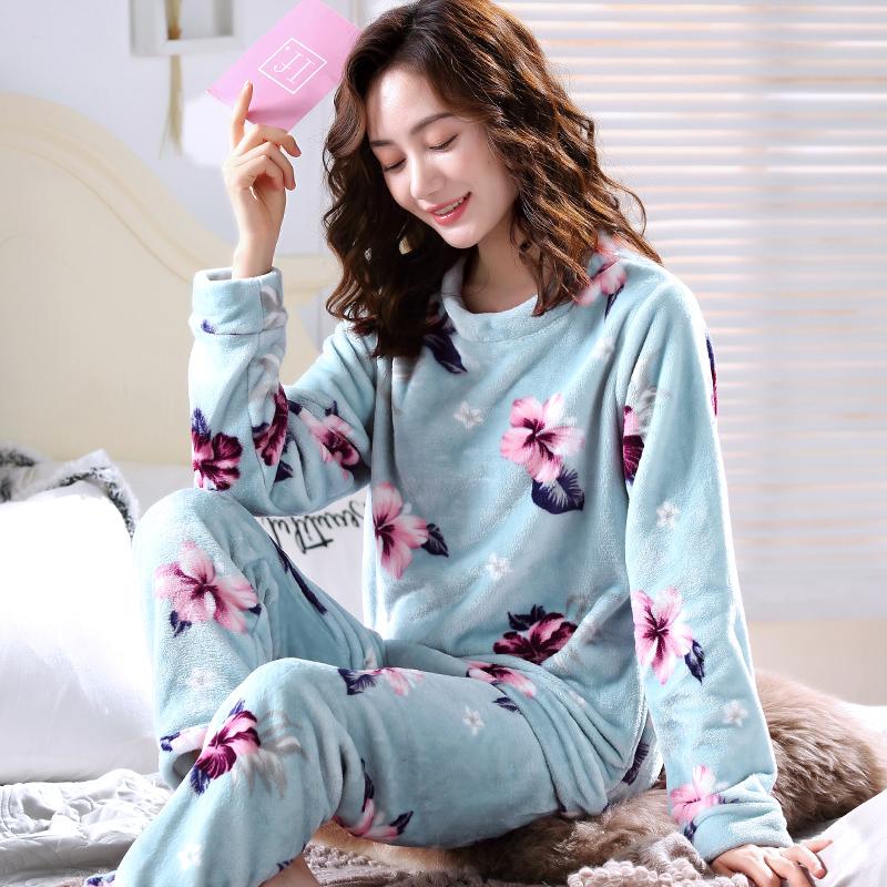 花朵珊瑚绒睡衣
