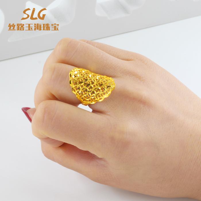 圆形黄金戒指