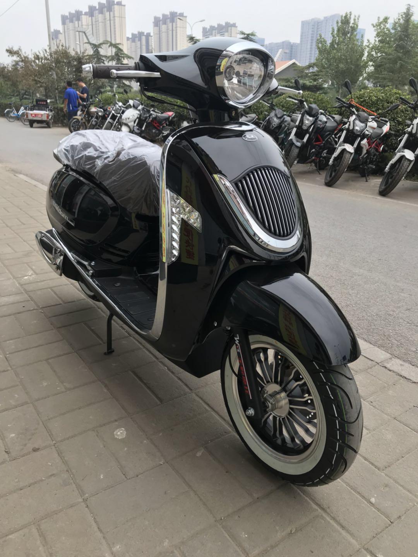 王野125踏板摩托车