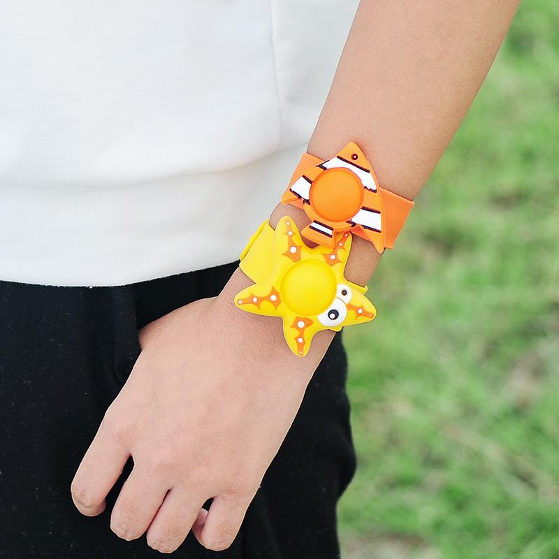 驱蚊手环 小学生玩具手环儿童户外防蚊手环扣潮童搭配时尚可爱
