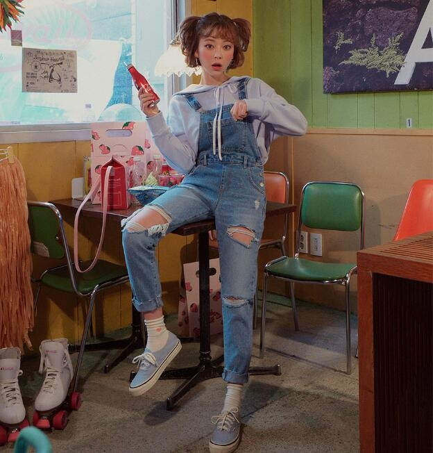 韩国官网代购chuu学院风休闲百搭水洗做旧高腰破洞背带牛仔裤女