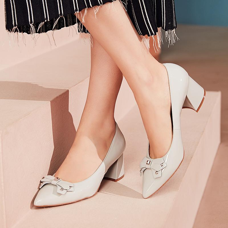 莱尔斯丹 春季新款女鞋中跟粗跟尖头女单鞋8T54403