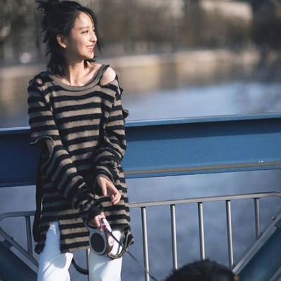 2017秋冬新款佟丽娅何穗明星同款破洞黑灰条纹针织衫女中长款毛衣
