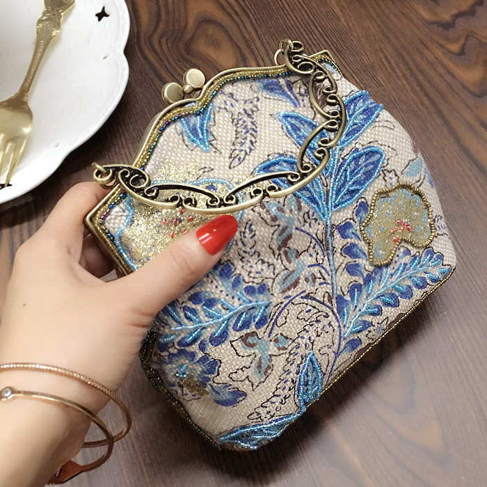 2018 autumn and winter new women's bag retro printing hand bag lady celebrity beaded bag mini