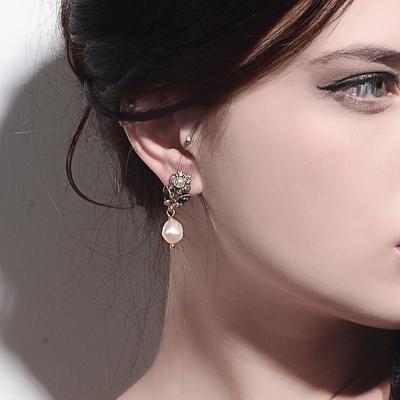 不规则养殖珍珠耳钉 时尚气质百搭配饰复古时尚欧美宝石镶钻耳钉