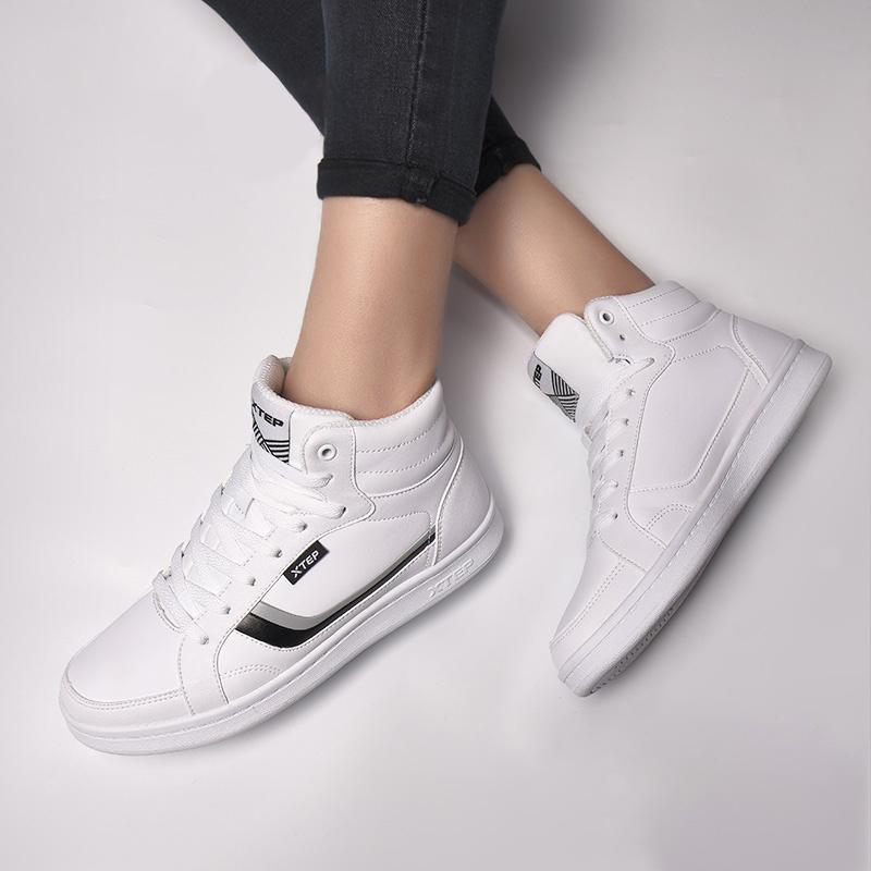 特步女鞋高帮板鞋白色运动鞋2019春季款学生皮面女式休闲滑板鞋