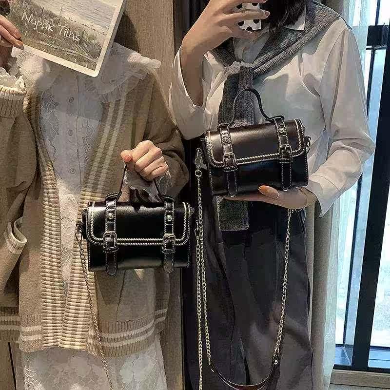 高级感新款2019春上枕头洋气斜挎小包网红小黑包质感百搭包包女包