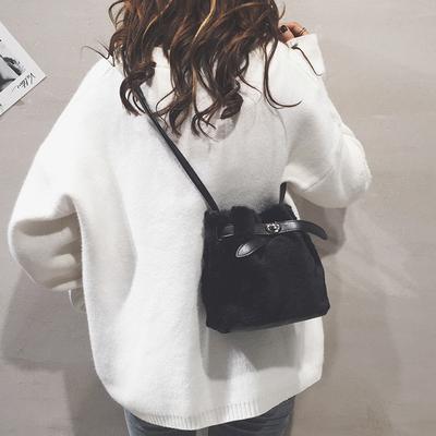 毛毛小包包2018秋冬新款韩版简约时尚抽带迷你百搭水桶单肩斜挎包