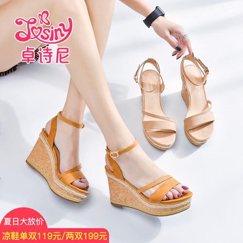 卓诗尼2018夏季新款一字式扣带坡跟露趾休闲百搭超高跟凉鞋女