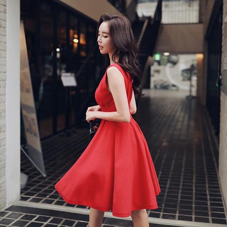 粉红大布娃娃春装新款显瘦V领收腰无袖派对红色中长款针织连衣裙商品大图