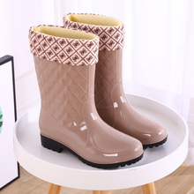 Fashion rain boots ladies tube warm rain boots non-slip women's water shoes high rubber shoes adult plus cotton water boots overshoes