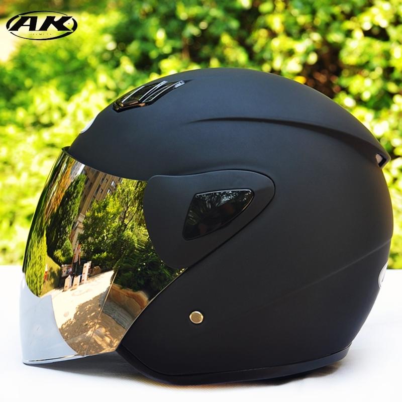 电动电瓶摩托车头盔男女通用高清防雾夏季防晒透气轻便半盔安全帽