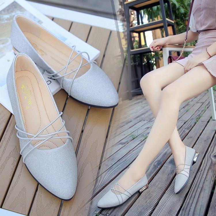 尖头银色平底鞋
