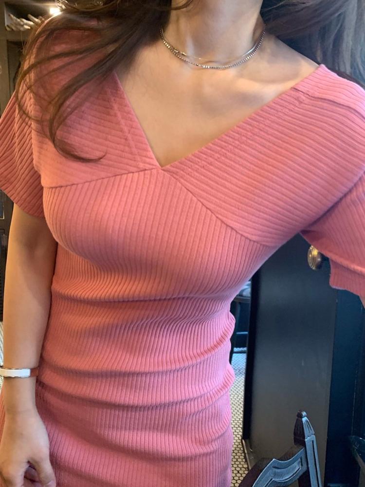 19SS夏 鬼鬼家 韩国代购 大爱粉色V领短袖修身包臀针织连衣裙女