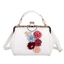 2018 new handbag handbag three-dimensional flower pearl Messenger bag sandwich shoulder bag large capacity cheongsam bag