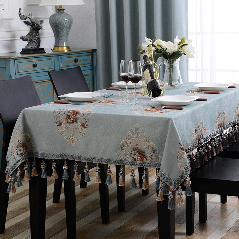 蓝色餐桌布