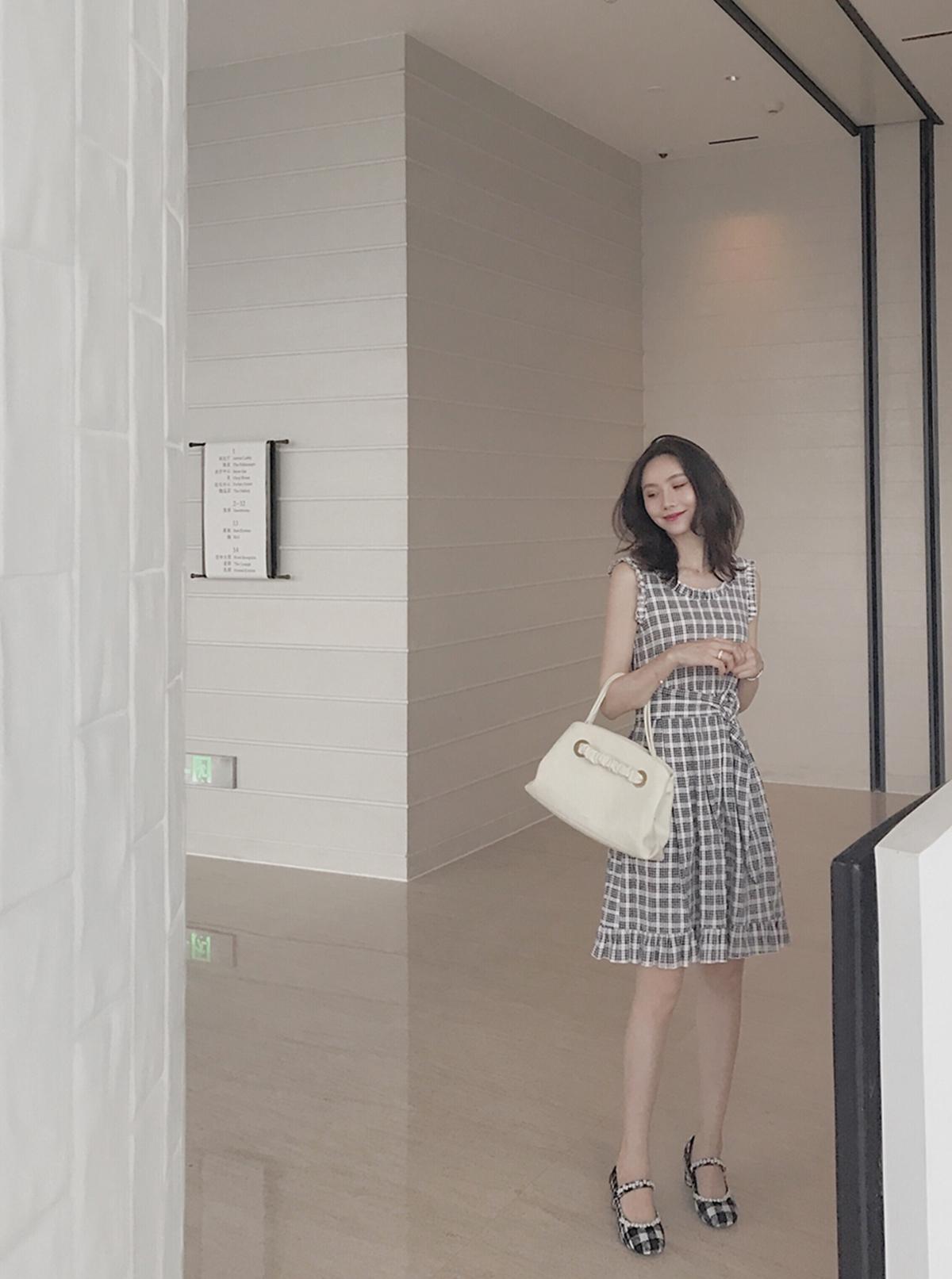 黑白蕾丝边连衣裙