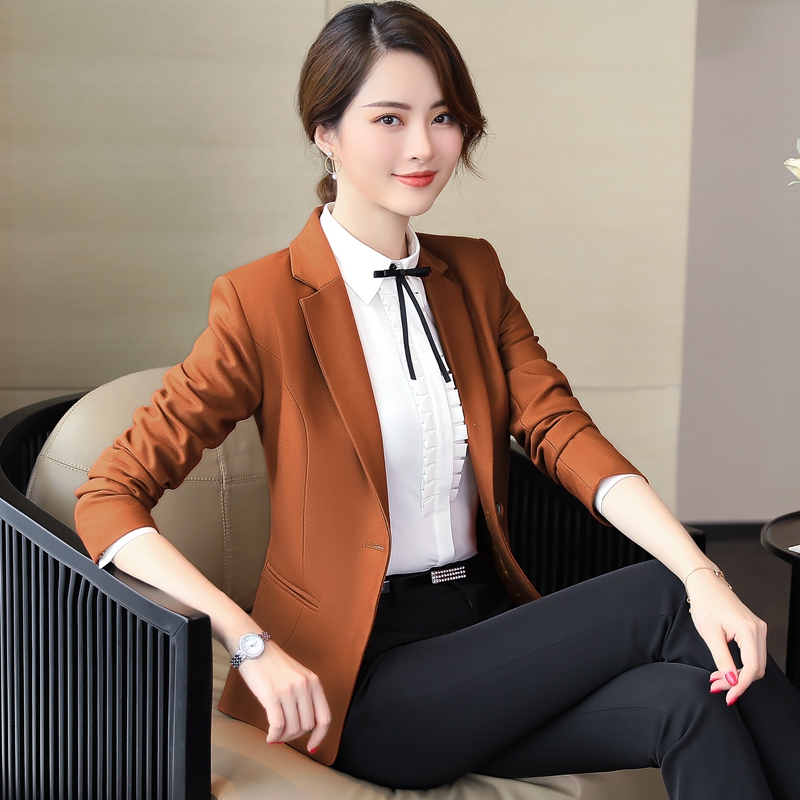 Autumn and winter administrative office clerk white collar company to work business casual professional tooling