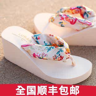 路拉迪波西米亚丝绸人字拖夏季坡跟厚底防滑高跟沙滩女士凉拖鞋韩