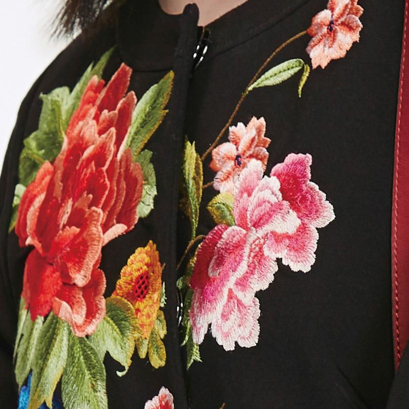 五色风马民族风秋冬新品宽松圆领大衣外套女刺绣花W16C2520
