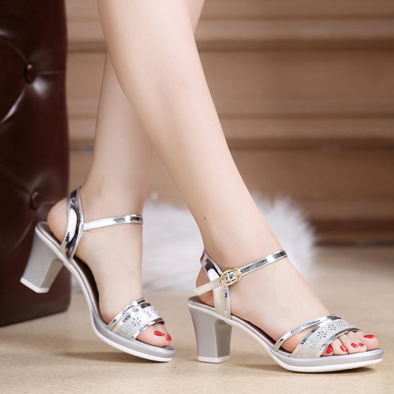 银色罗马鞋