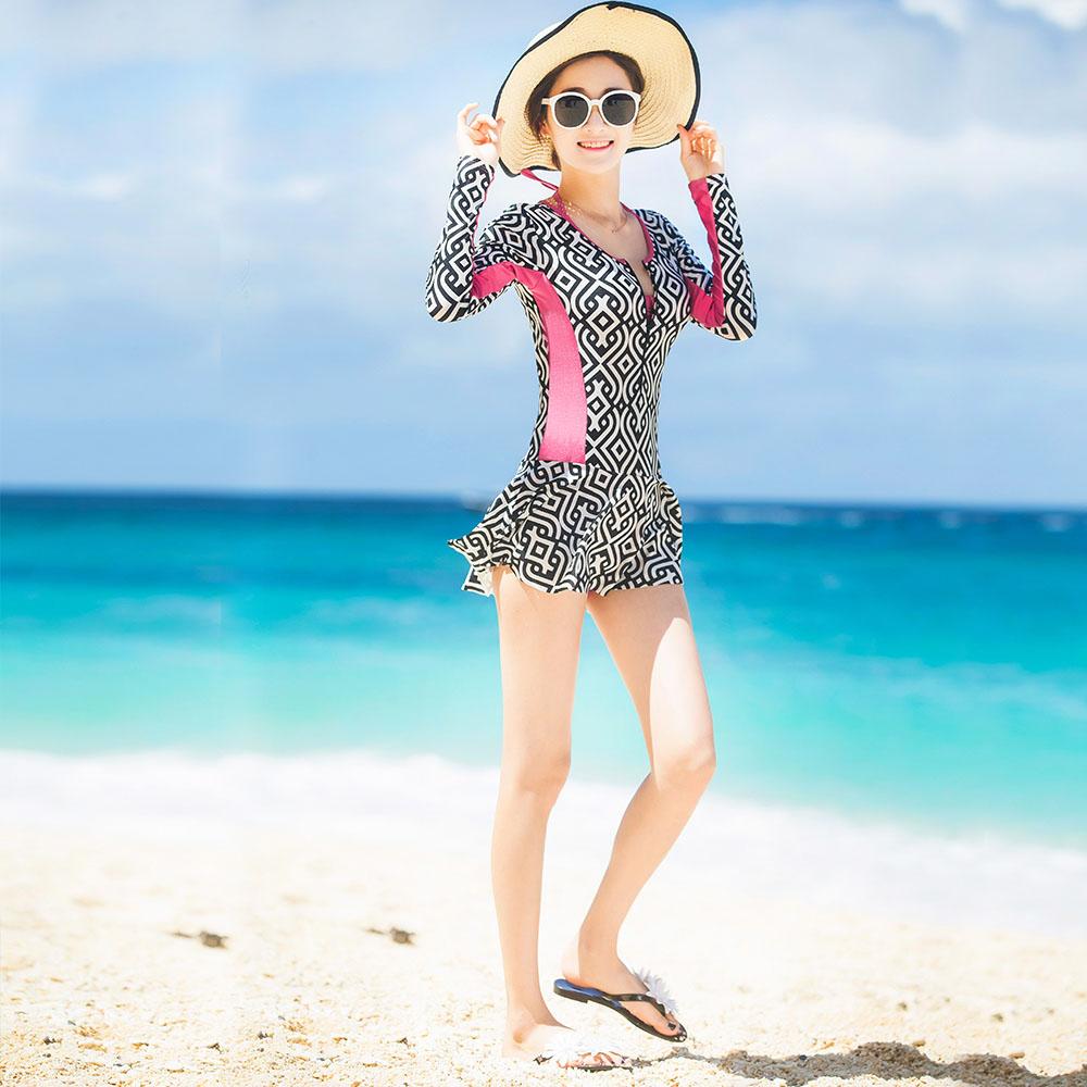 17新款连体游泳衣女保守裙式小胸聚拢钢托显瘦遮肚长袖防晒泳装3元优惠券
