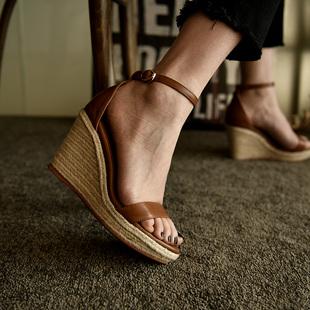女真皮夏季松糕鞋 防水台棕色一字带高跟凉鞋 草编坡跟凉鞋 卡菲曼