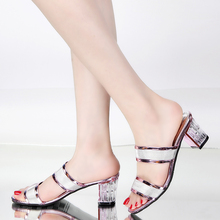 时尚 女鞋 外穿大码 凉鞋 一字拖粗跟女士凉拖鞋 女夏中跟韩版 2017新款