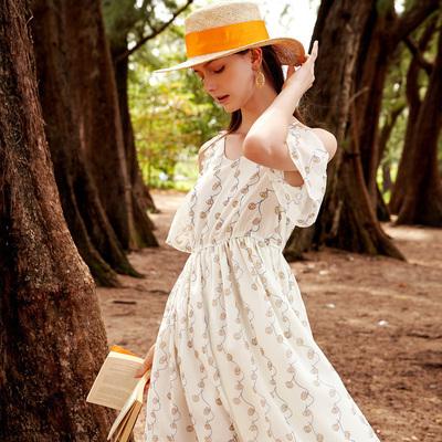 三彩2018夏装新品 V领系带露肩木耳边松紧腰连衣裙印花雪纺裙女