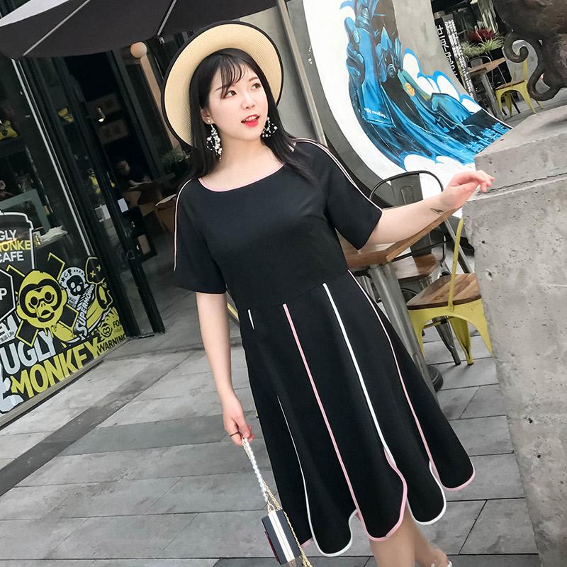 辣妈起义大码女装2018夏季新款胖妹妹腰粗遮肚子黑色显瘦连衣裙