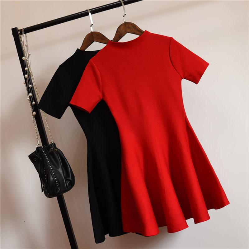 大红短袖连衣裙
