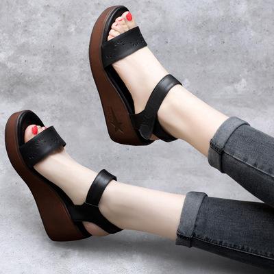 2018新款坡跟凉鞋女高跟外穿黑色简约防水台一字扣露趾松糕底潮鞋