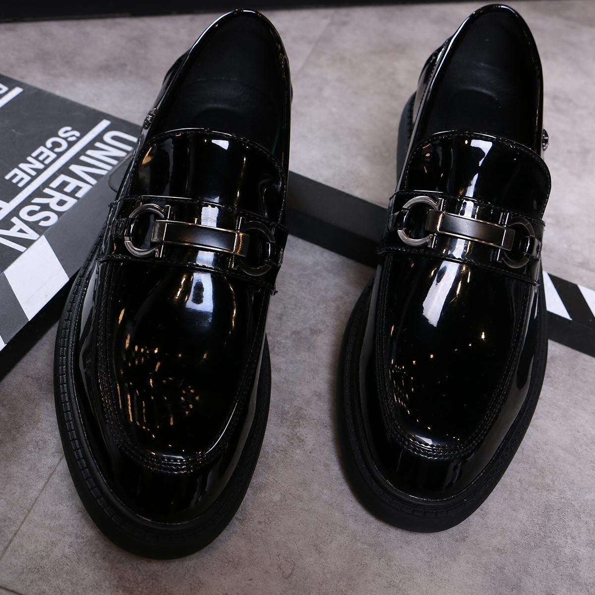 皮鞋金属装饰