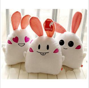 爆牙小兔兔抱枕靠垫 爱心兔 包邮 爱情公寓4同款 圆眼兔 龅牙兔子
