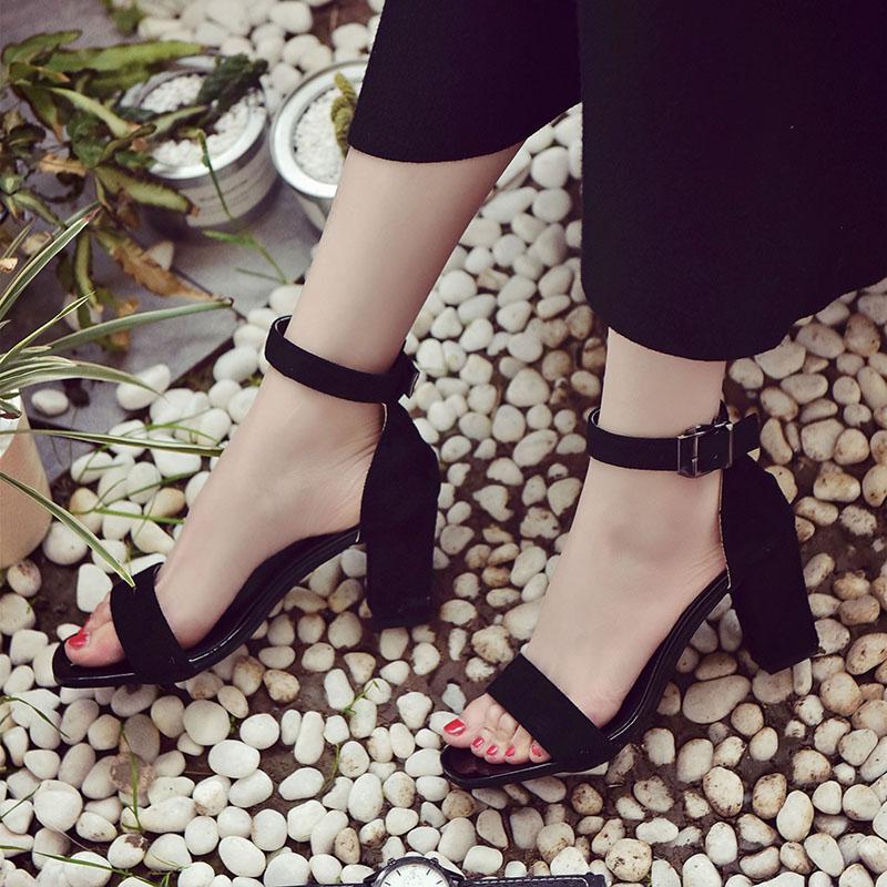 黑色中跟鱼嘴鞋