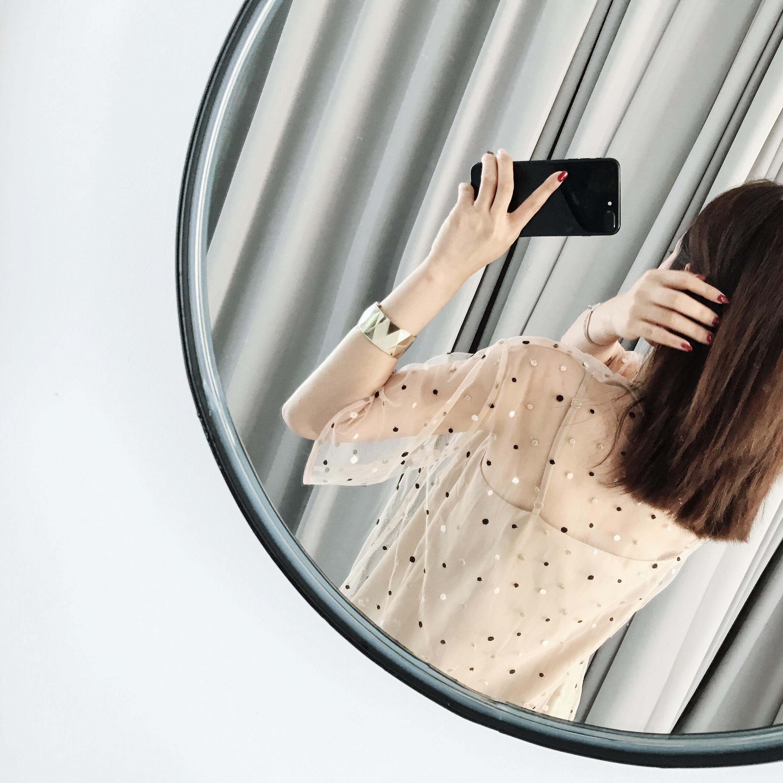 圆领刺绣蕾丝衫