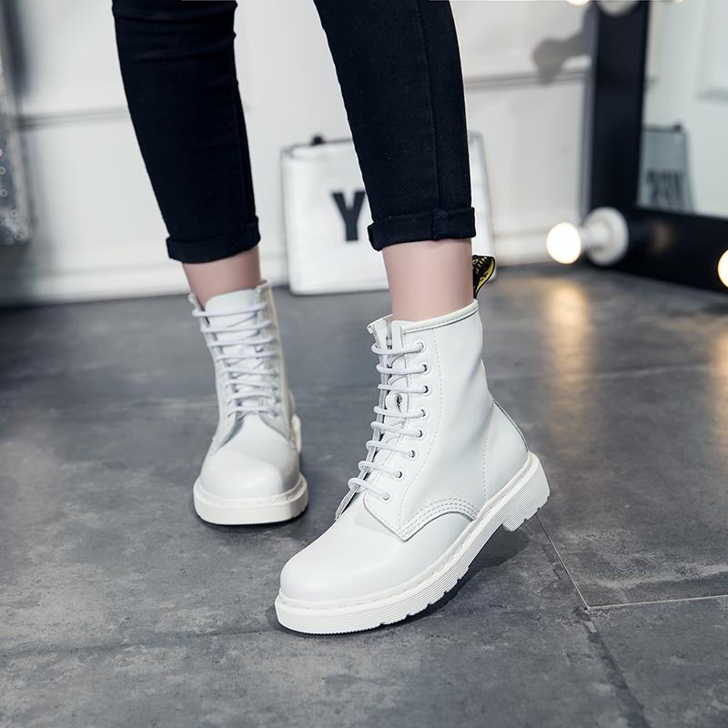 白色短靴春短筒马丁靴女粗跟学生靴子2019秋冬新款英伦平底女靴潮