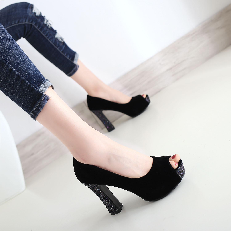 黑色超高跟鱼嘴鞋